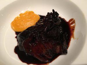 牛スネ肉のワイン煮込み