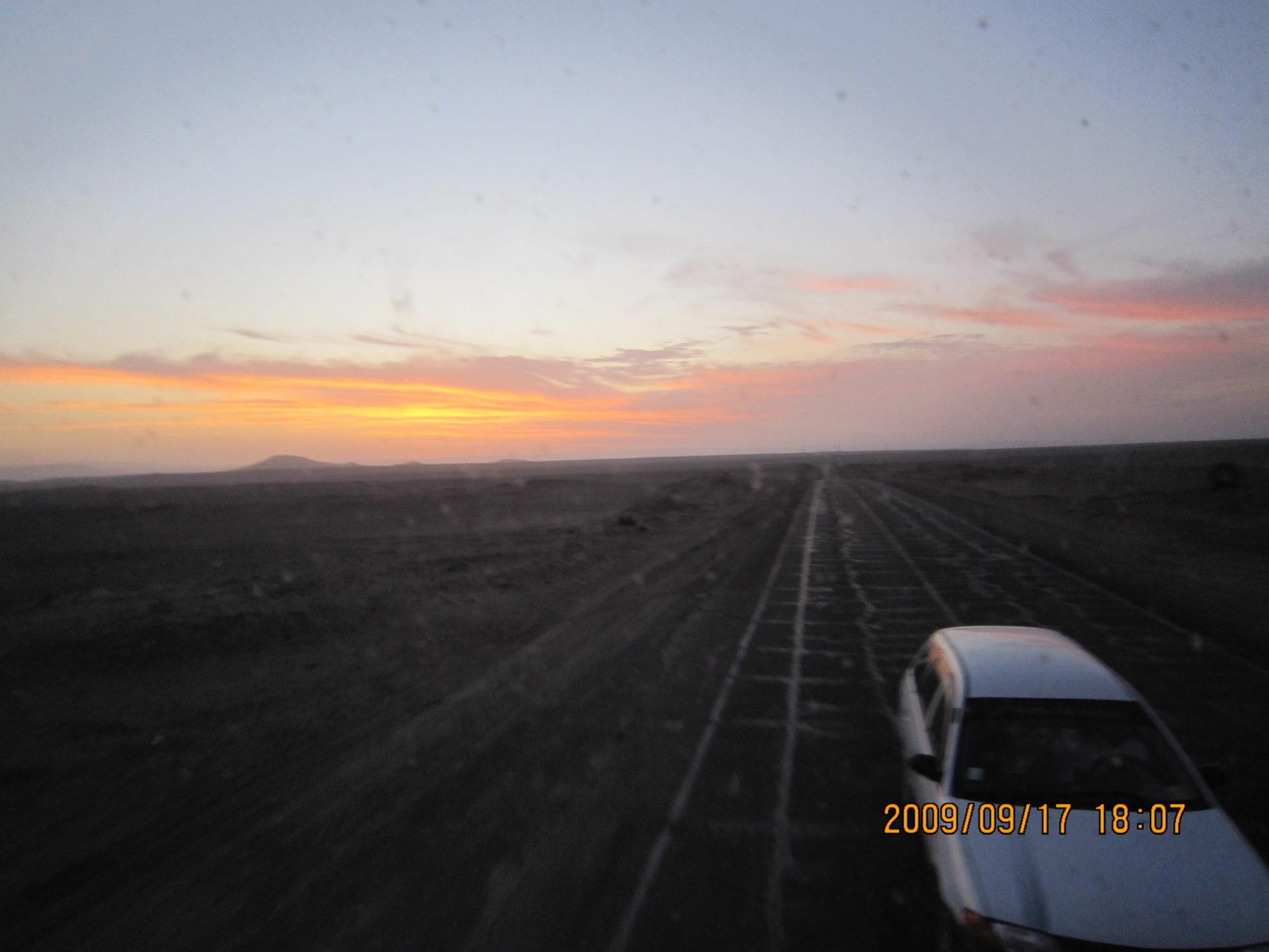 ペルーの砂漠での夕陽